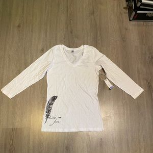White tshirt with feathers artworks